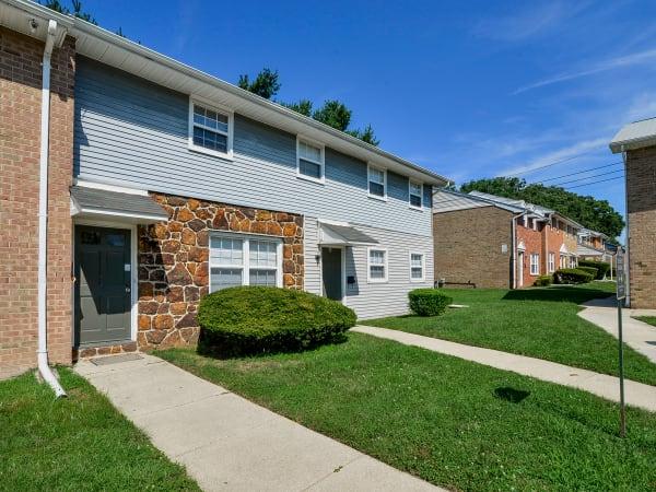 Exterior of Vineland Village Apartment Homes in Vineland, New Jersey