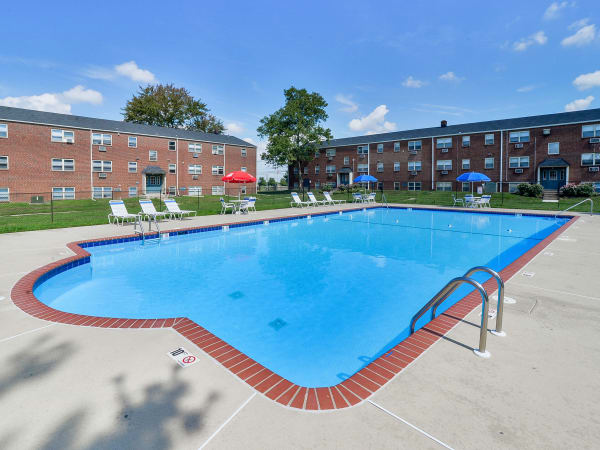 Swimming pool at Hyde Park Apartment Homes