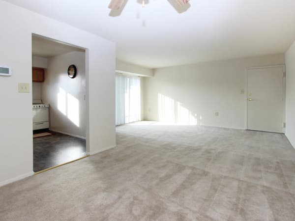 Enjoy apartments with a living room at Glen Mar Apartment Homes