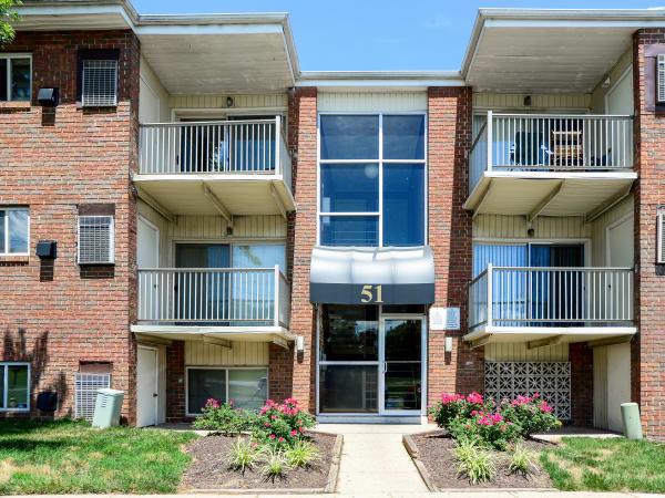 Apartments at Glen Ridge Apartment Homes in Glen Burnie, Maryland