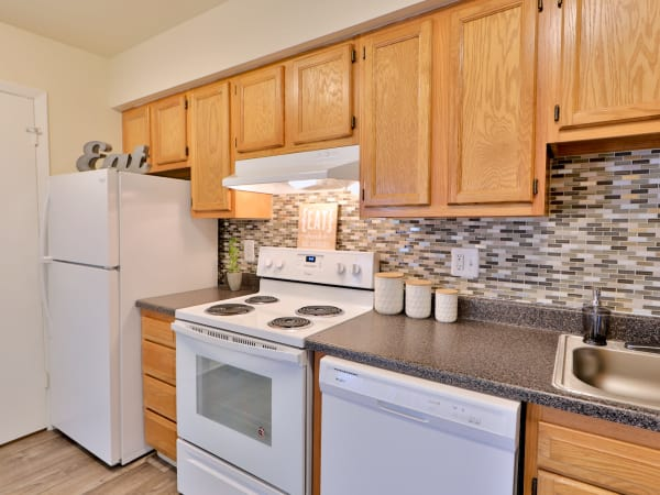 Kitchen appliances at The Townhomes at Diamond Ridge in Baltimore, MD