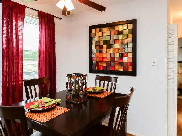 Dining Room at Hyde Park Apartment Homes in Bellmawr, New Jersey