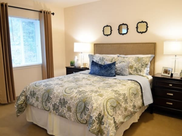 A resident bedroom at Patriots Glen in Bellevue, Washington.