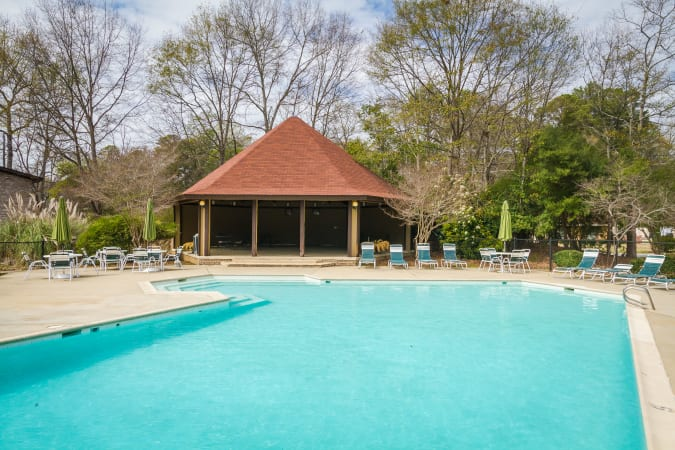 Pool and gazebo at Castlegate Windsor Park Apartments in Columbus