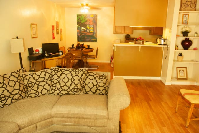 Parkview offers spacious living room in Concord, CA