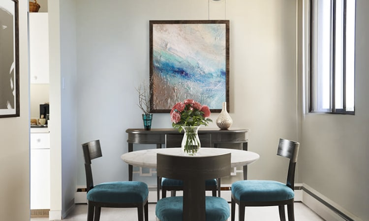 Glenmore Gardens offers a dining room in Calgary, Alberta