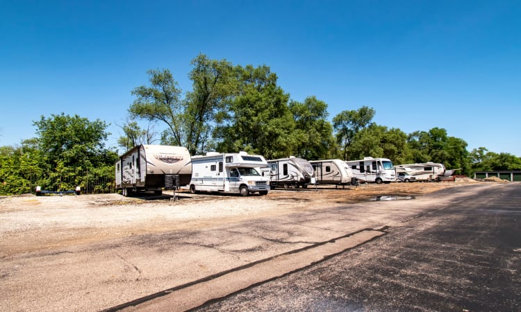 RV and car storage at Storage Inns of America in Moraine, Ohio