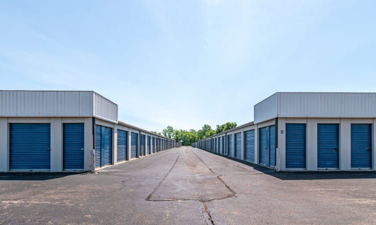 Wide driveways at Storage Inns of America in Huber Heights, Ohio