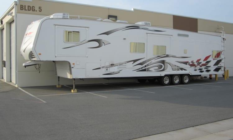 5th wheel parking at Daytona RV & Boat Storage in Perris, California