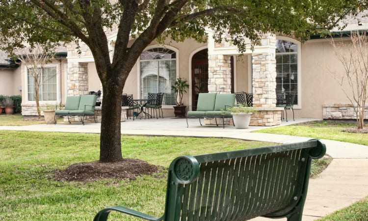 Well manicured courtyard at Autumn Grove Cottage at Blanco in San Antonio, Texas