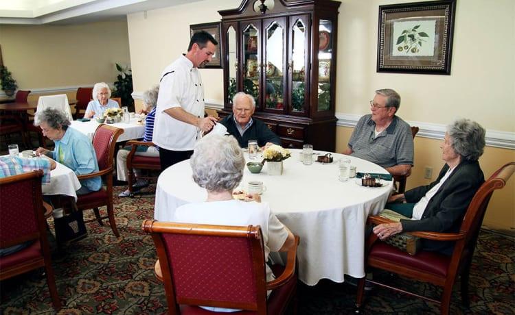 Community dining room at Heritage Green in Lynchburg, Virginia