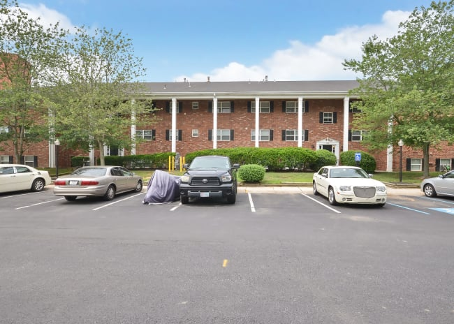 parking at Woodcrest Apartment Homes