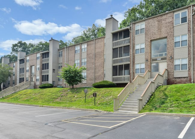Exterior of Summit Pointe Apartment Homes in Scranton, Pennsylvania