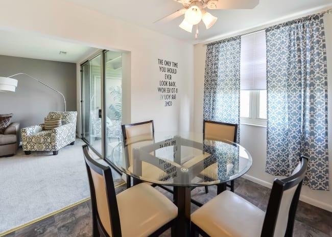 Dining Room at Summit Pointe Apartment Homes in Scranton, Pennsylvania