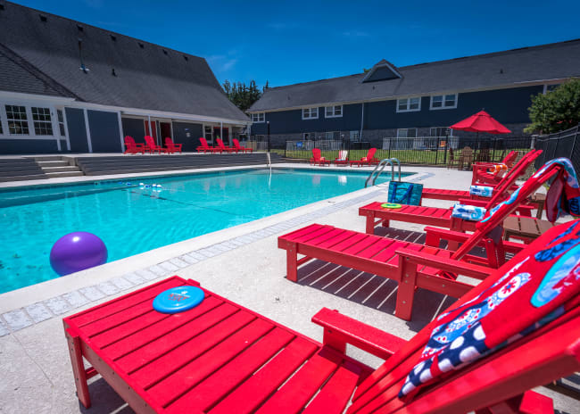 Sparkling pool at Mallards Landing Apartment Homes in Nashville, Tennessee
