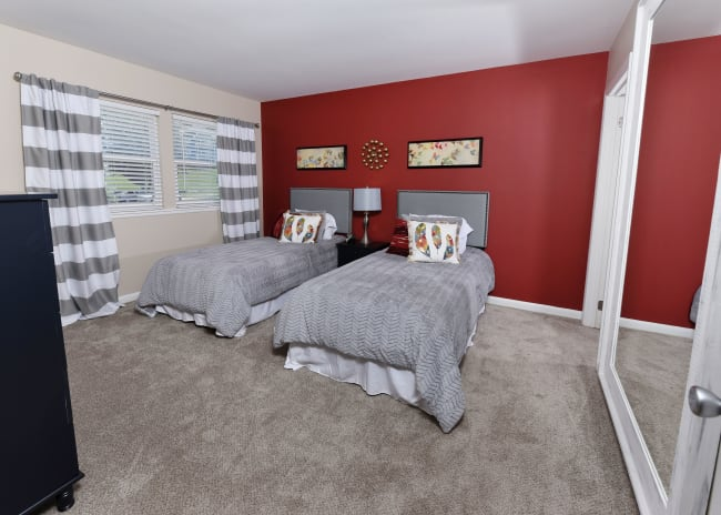 Guest room at Mallards Landing Apartment Homes in Nashville, Tennessee