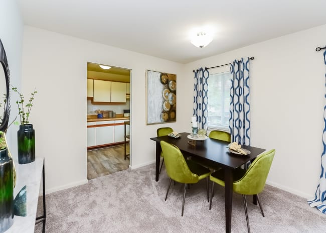 Dining area at Marchwood Apartment Homes