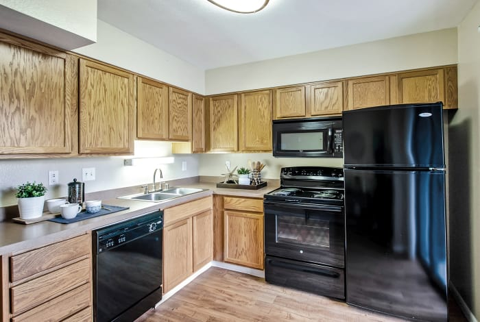 Broadmoor Ridge Apartment Homes kitchen