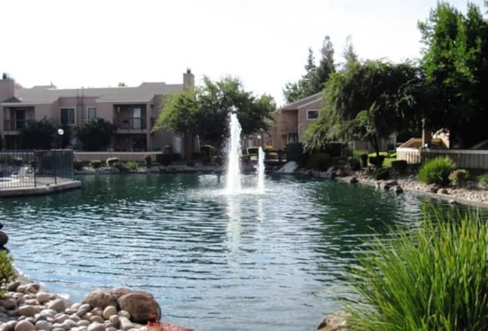 On-site lake and fountain at Waterfield Square Apartment Homes in Stockton, CA
