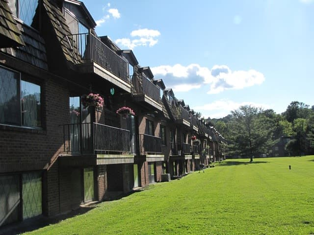 Apartments side view at Braeside Apartments in Marcellus, NY