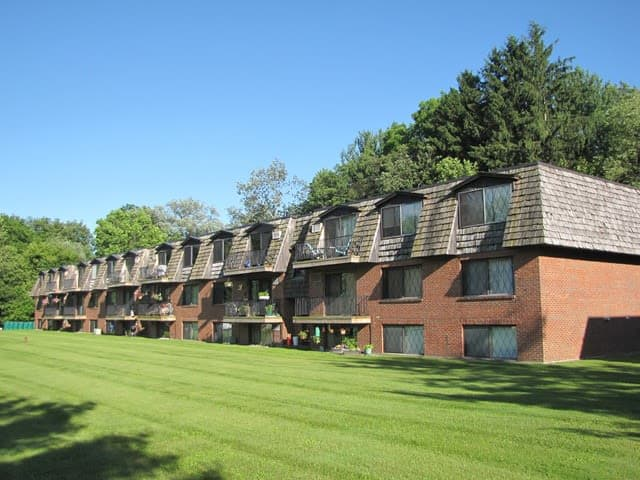 Row of apartments at Braeside Apartments in Marcellus, NY