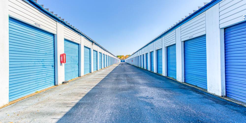 Large driveways through Devon Self Storage in Memphis, Tennessee