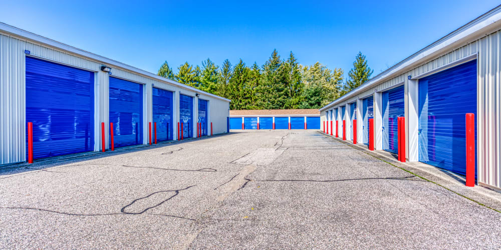 Large open driveways in Jenison, Michigan at Devon Self Storage