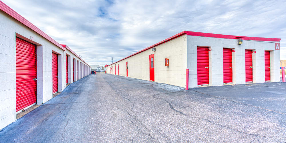Large driveways through Devon Self Storage in Memphis, Tennessee