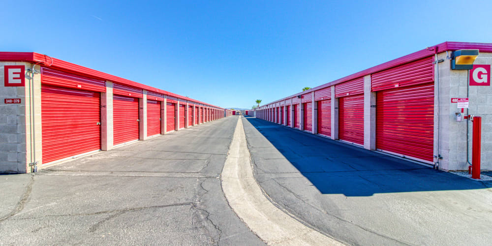 Large open driveways at Devon Self Storage in Palm Springs, California