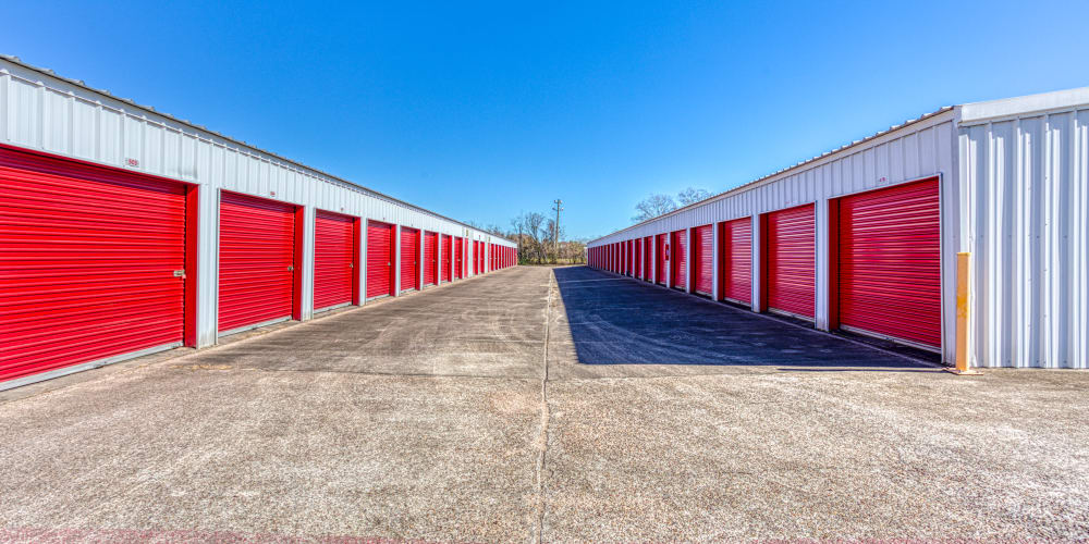 Large open driveways at Devon Self Storage in Pasadena, Texas