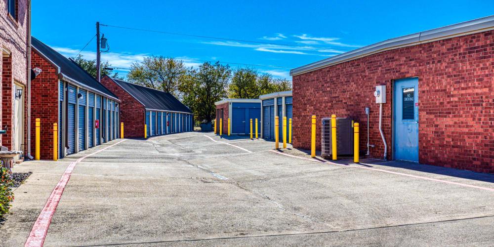 Large open driveways at Devon Self Storage in Sherman, Texas