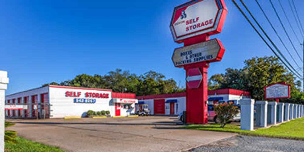 Exterior of Devon Self Storage in Seabrook, Texas