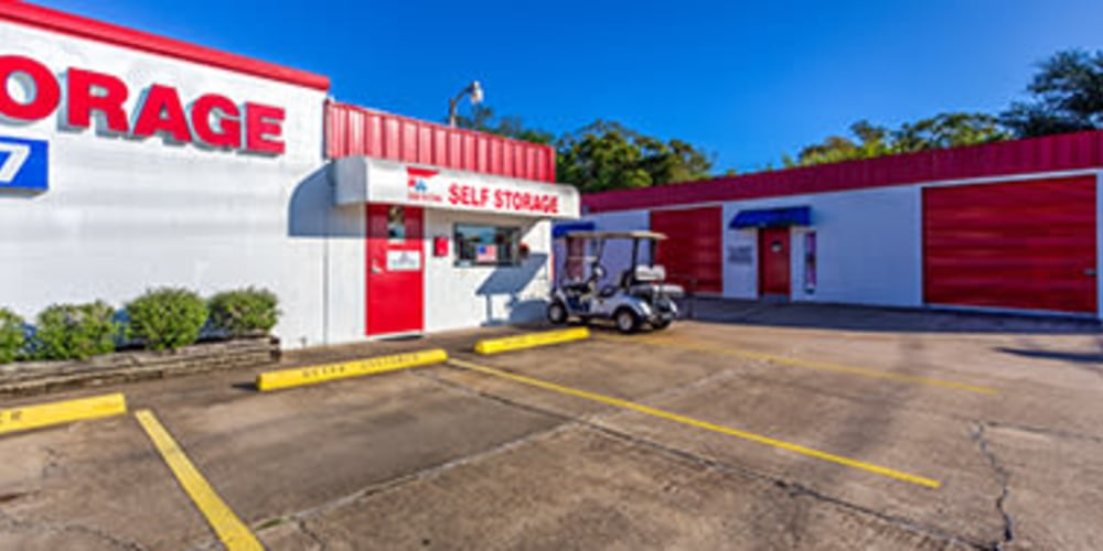 Entrance to Devon Self Storage in Seabrook, Texas