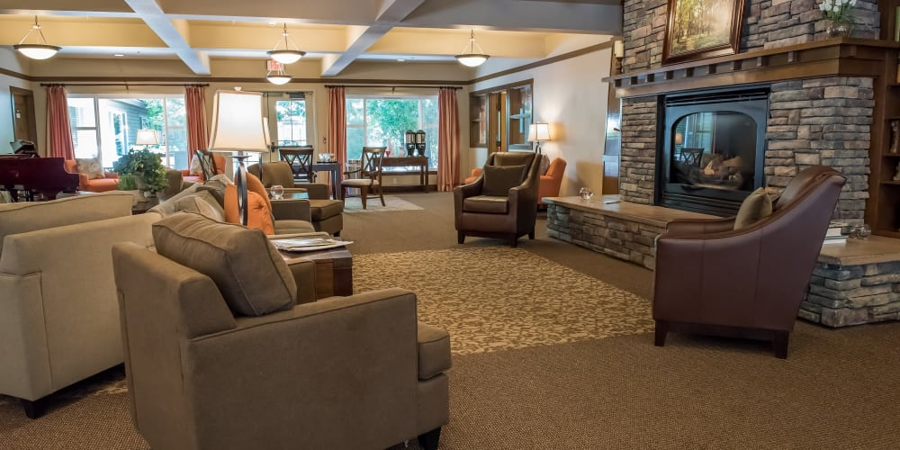 Common great room and lounge area at The Springs at Wilsonville in Wilsonville, Oregon
