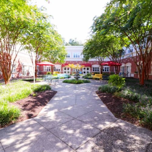 Beautiful outdoor courtyard at The Crossings at Ironbridge in Chester, Virginia
