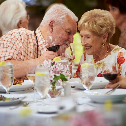 Residents enjoying the restaurant-style dining at The Crossings at Eastchase in Montgomery, Alabama