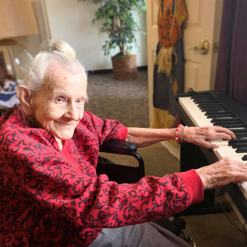 Resident playing the piano at Canoe Brook Assisted Living in Broken Arrow, Oklahoma