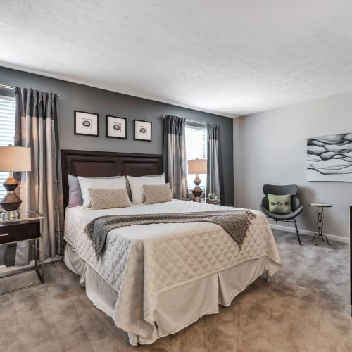 Large bedroom at Mallard Lakes Townhomes in Cincinnati, Ohio