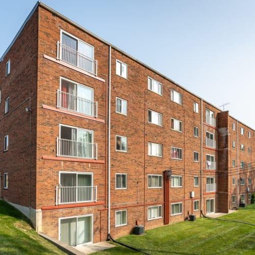 The brick exterior of Vantage Pointe West Apartments in Cincinnati, Ohio