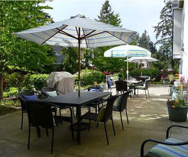 Beautiful patio at Bridgeport Place Assisted Living