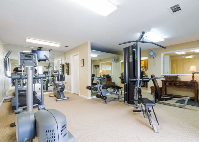 Gym at Castlegate Windsor Park Apartments in Columbus