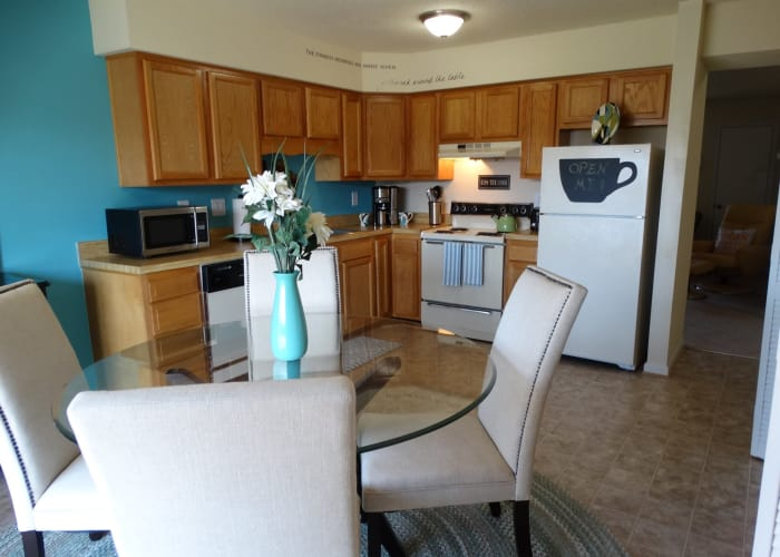 Link to photos page at Auburn Place Apartments in Virginia Beach, Virginia