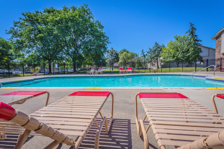 luxury outdoor pool at Chestnut Lake
