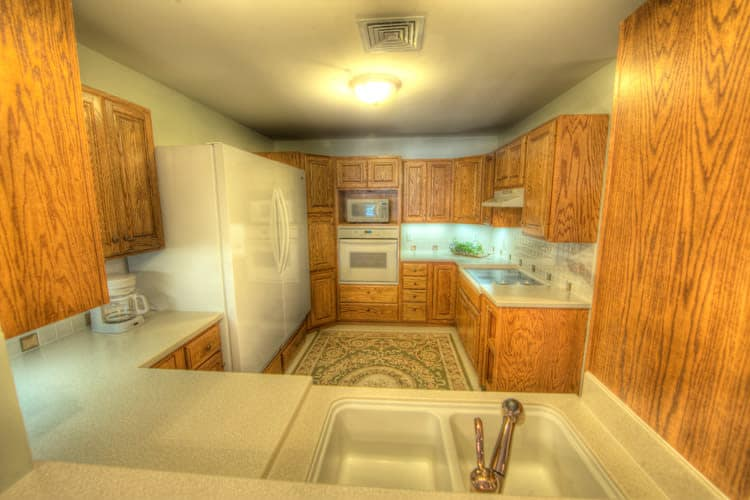 Well-equipped kitchen at Residence 600 senior apartments