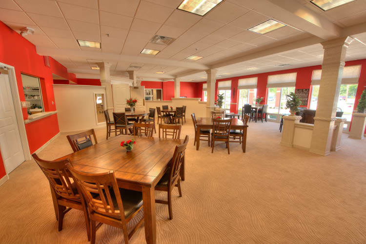 Community dining hall at Residence 600 in Salina, KS