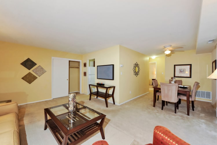 Towson Crossing Apartment Homes offers a spacious living room in Baltimore, MD