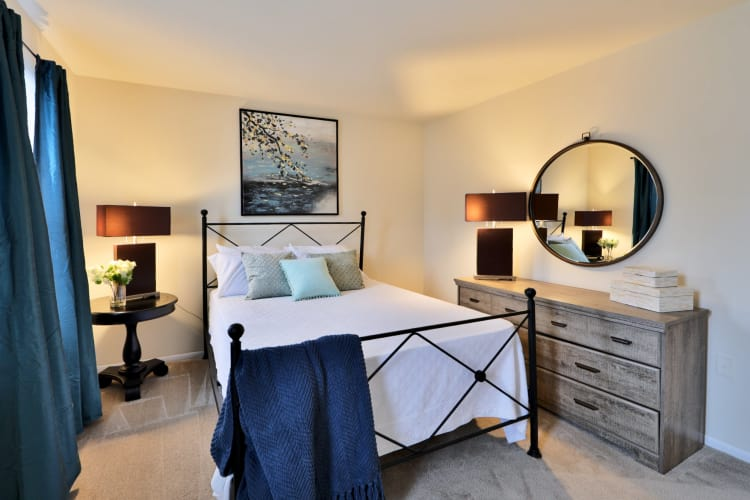 The Townhomes at Diamond Ridge offers a beautiful bedroom in Baltimore, MD