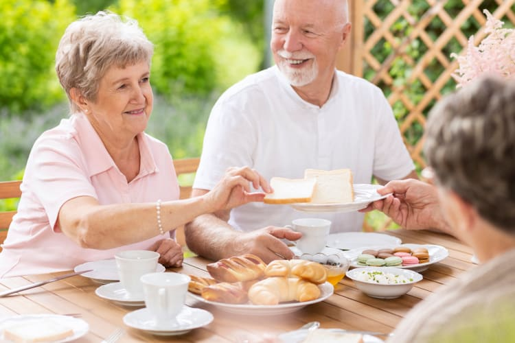 Residents dining together at Autumn Grove Cottage at Blanco in San Antonio, Texas