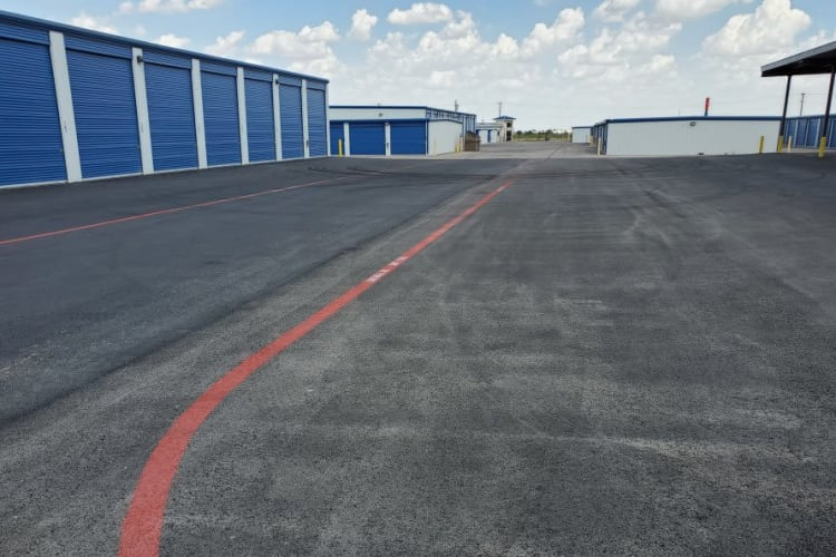 Our extra-wide driveway and exterior aisles make moving in and out extremely easy at Advantage 52nd Odessa in Odessa, Texas