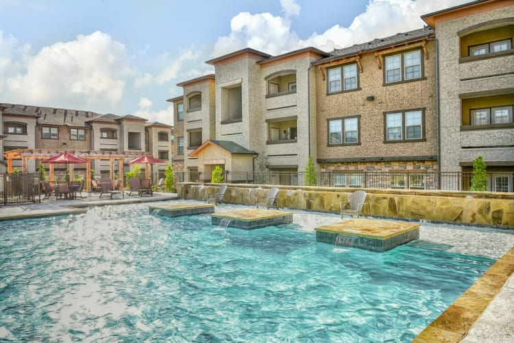 The pool at Overlook Ranch in Fort Worth, Texas